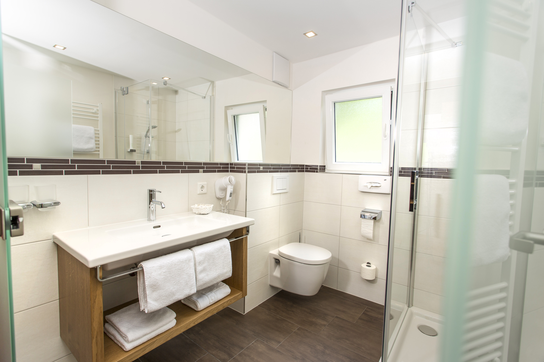 hotel badezimmer | jtleigh - hausgestaltung ideen, Badezimmer ideen